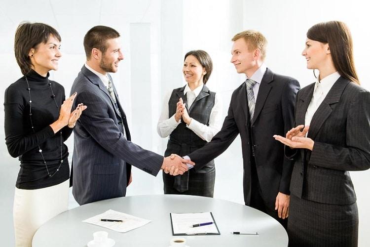 Rèn luyện kỹ năng giao tiếp chuyên nghiệp với khách hàng trong kinh doanh